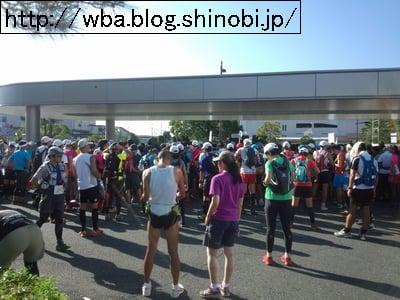 埼玉県外秩父トレイルラン43のスタート地点に集まるトレイルランナー達。