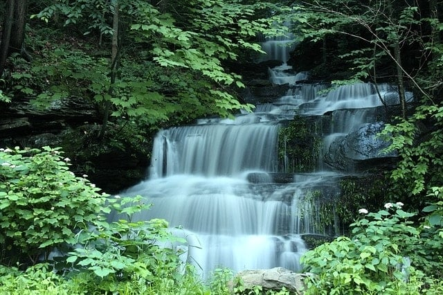 waterfall-741031_640-min