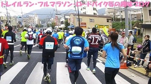 kobemarathon2015折り返し地点を目指すマラソンランナー達。