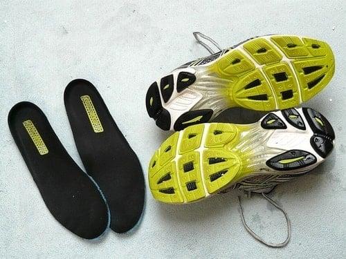 アシックス製ニューヨーク4靴底の減り方からランニングフォームを検証した図。