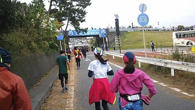 湘南国際マラソン2015を走る湘南国際マラソン2015Teamジェーンの女性達。