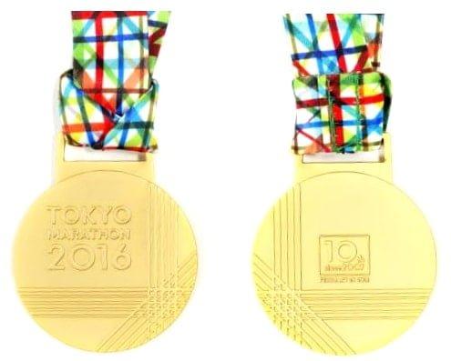 東京マラソン2016の完走メダル10週年記念のデザインが発表された。