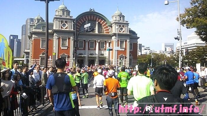 大阪マラソンでチャレンジランの岡崎朋美さんが走ってたので驚いた女性。