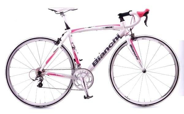 ビアンキのロードバイクピンクとホワイトカラー。