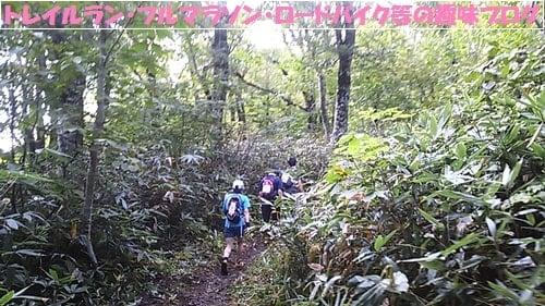 仙台泉ヶ岳トレイルラン2015山岳地帯を進むトレイルランナー達。