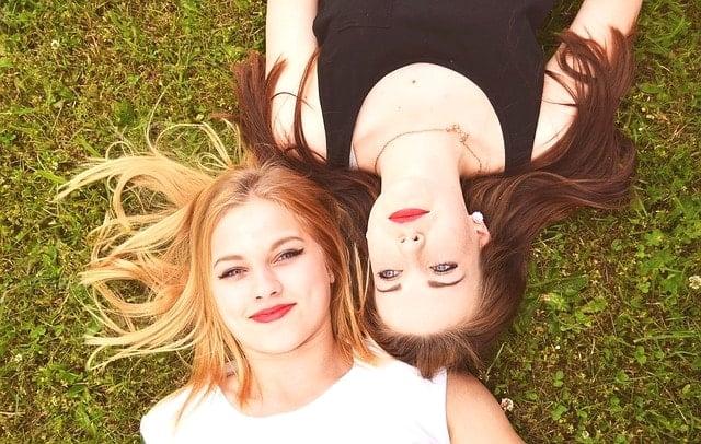 ウルトラトレイル・マウントフジUTMF・STYの抽選受付2016に応募した2人の若い女性達。