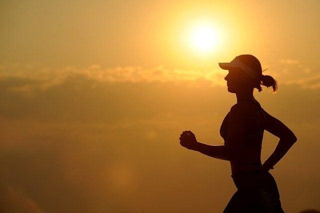 東京マラソン2016抽選結果がメールで届いて当選したので走り込む美少女。