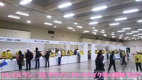 第5回神戸マラソン受付会場(神戸国際展示場)に集まるロードランナー達。