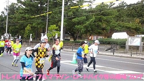 神戸マラソン2015折り返し地点を通過したマラソンランナー達。