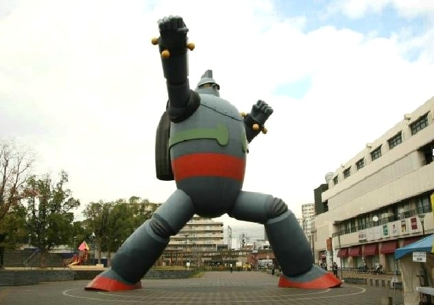 神戸マラソン2015を沿道から応援する鉄人28号。