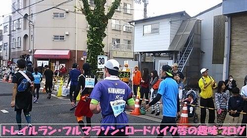 神戸マラソン2015満身創痍で走るマラソンランナー達。