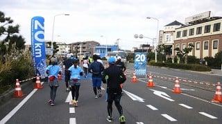 湘南国際マラソン2015復興支援エイドでの伊達絵巻とバナナ。