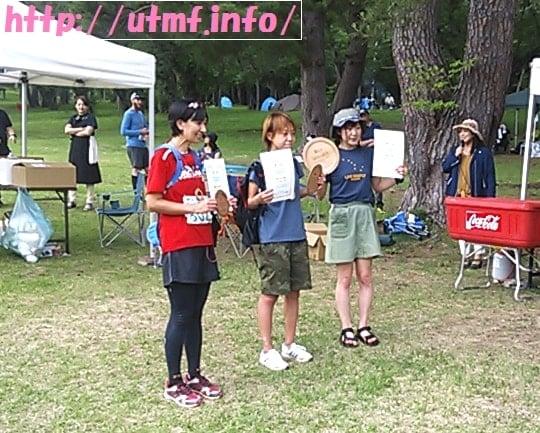 岩木山トレイルランニングで入賞した女性3人。