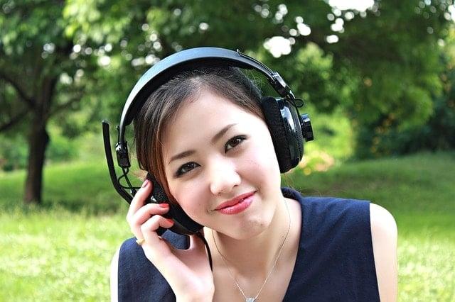 音楽を聴きながら快適にトレーニング!無線対応のスポーツ用イヤホン。