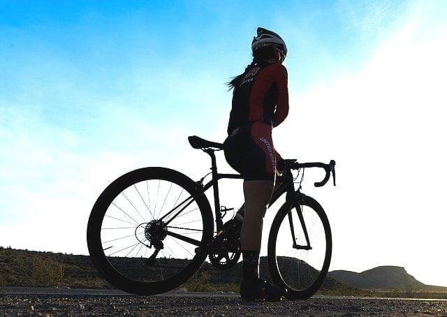 日向涼子と竹谷賢二が教える坂バカ式ロードバイクの作法入門銀輪女。