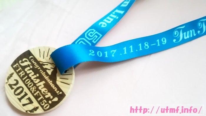 奥宮俊祐のファントレイルズ100K完走メダル2016と2017画像。
