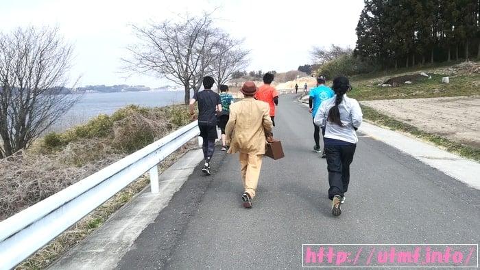 東北風土マラソンのコスプレ仮装ランナーと写真撮影!はっとン出現。