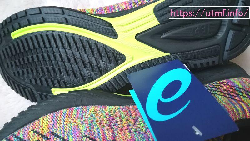 靴には繋ぎ目があるはずだが、DSトレーナー24では見当たらないシームレスな作り。